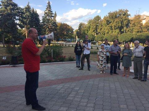 Версия: к акту вандализма в отношении памятника Ленину в Фалештах причастно фалештское руководство от правящей партии