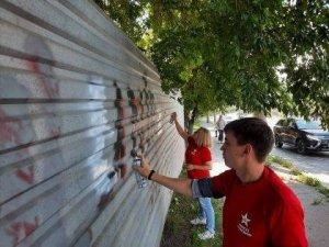 Сегодня, 28 июня - в день освобождения Советской Молдавии от румынской оккупации Комсомол очистил столицу от позорных надписей, напоминающих о трагическом периоде нашей истории.