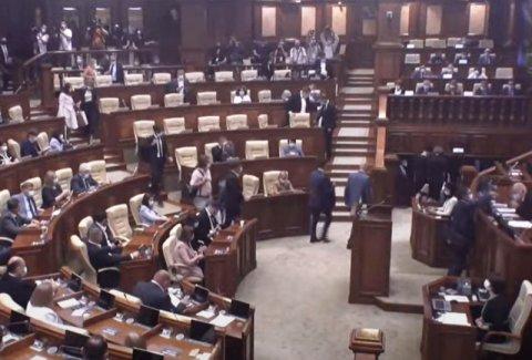 Новый парламент: первый блин комом. PAS и их предводительница не знают, что делать с властью